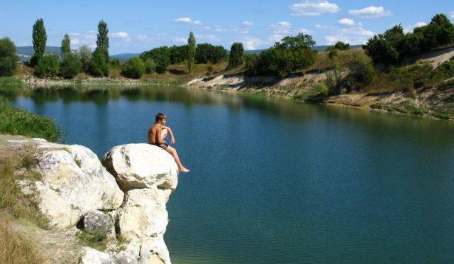 Озеро Белая Стена к юго-западу от пещерного города Эски-кермен