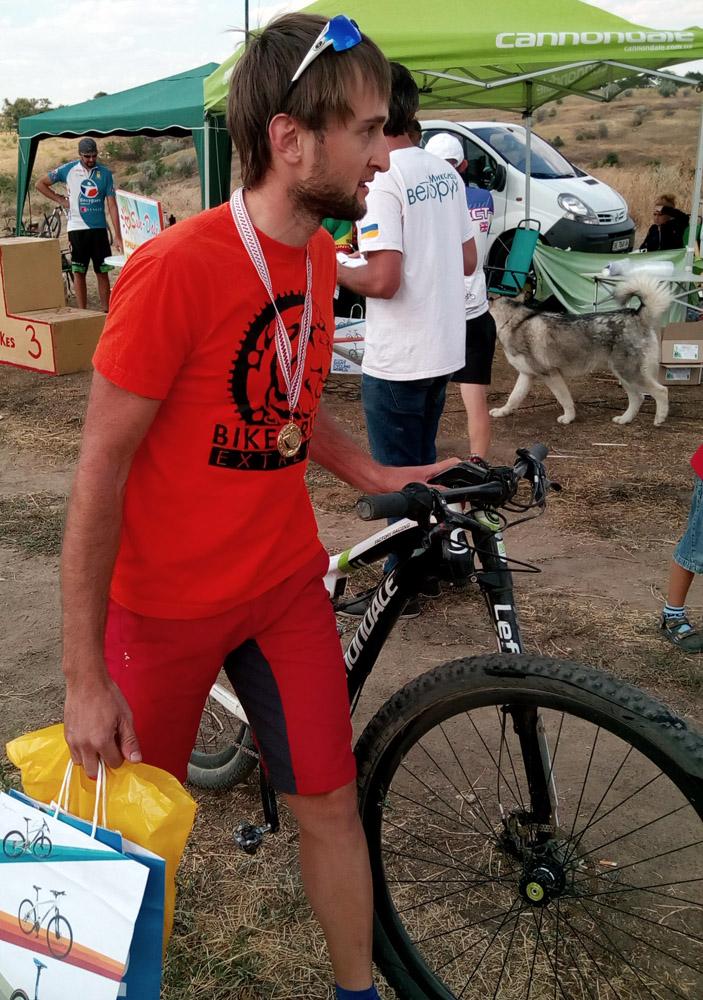 Николаев, 14 августа 2016, велогонка Pogorelovka X Race, приглашенная звезда от Cannondale из Одессы, вилочка с одной ногой, есть о чем задуматься _20160814_164728