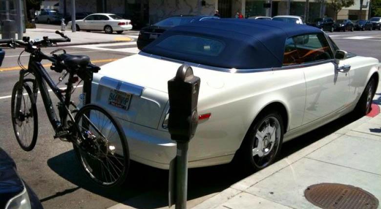 теперь и для кабриолетов престижно возить за собой велосипед