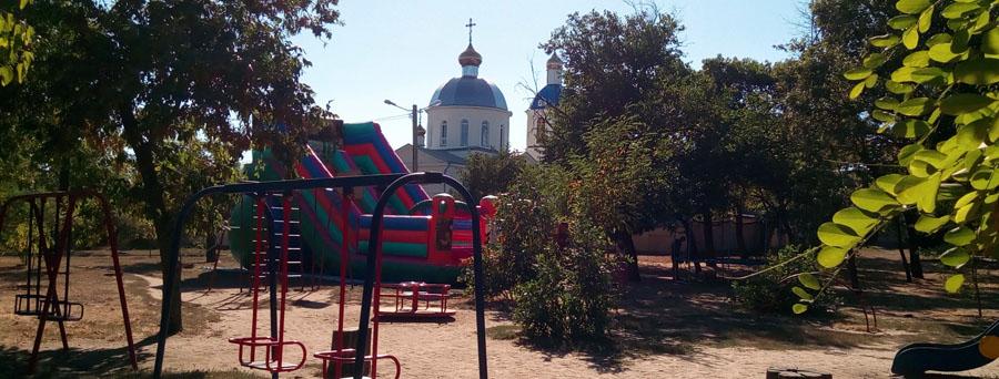 varvarovka-vid-na-xram-s-detskoj-ploshhadki-v-skvere-soldata_20160915_154333
