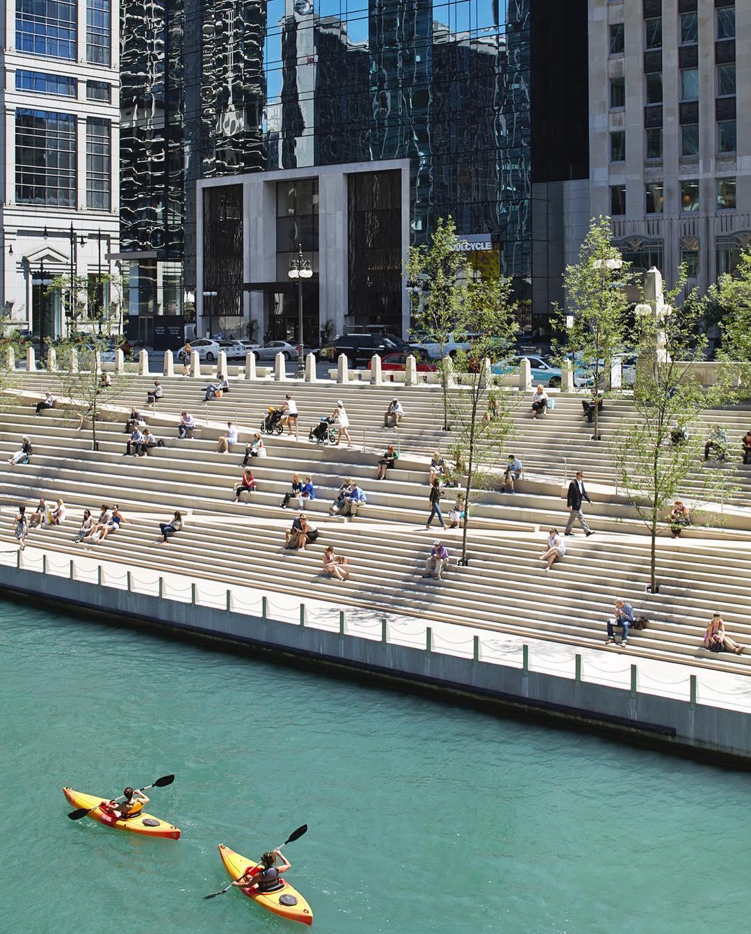 Набережная с пандусами для прогулок инвалидов колясочников в Чикаго