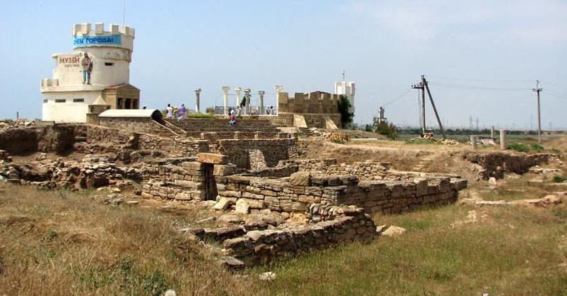 Центр детской экспериментальной археологии Кара-тобе у курорта Саки, Крым