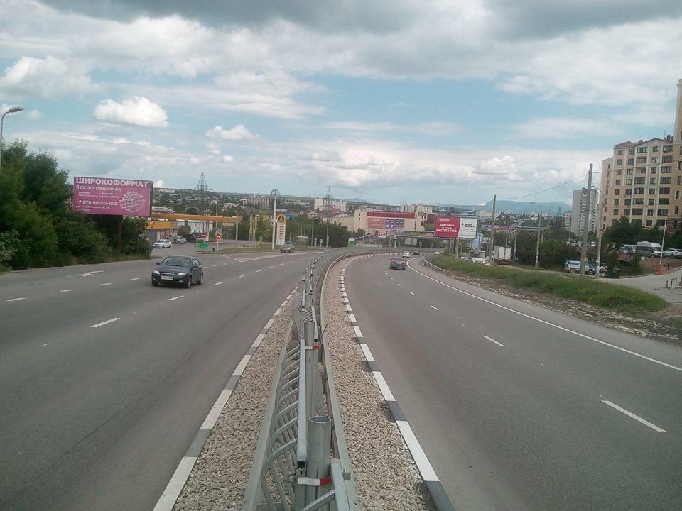 Вид с Объездной трассы Аэропорт -Симферополь на гору Чатырдаг и главную гряду Крымских гор