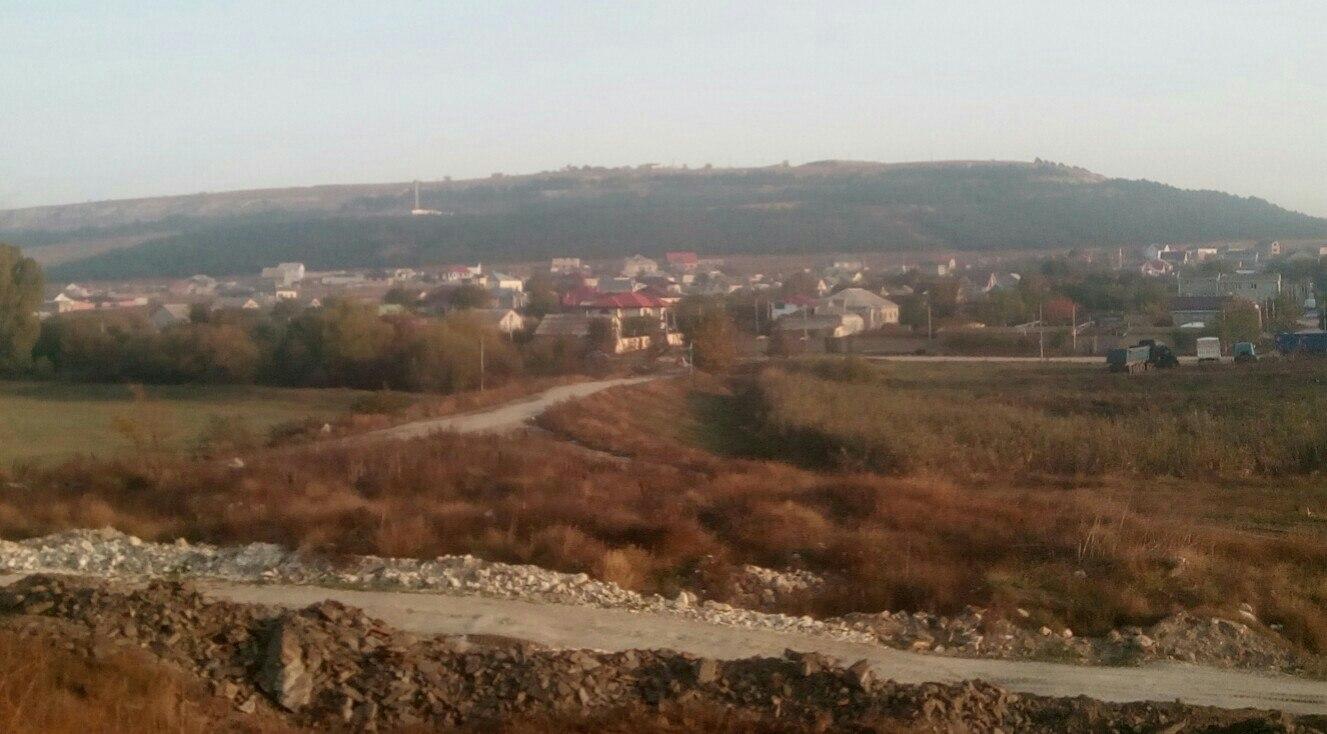 гора Кара-оба над долиной Малого Салгира, к югу от Симферополя