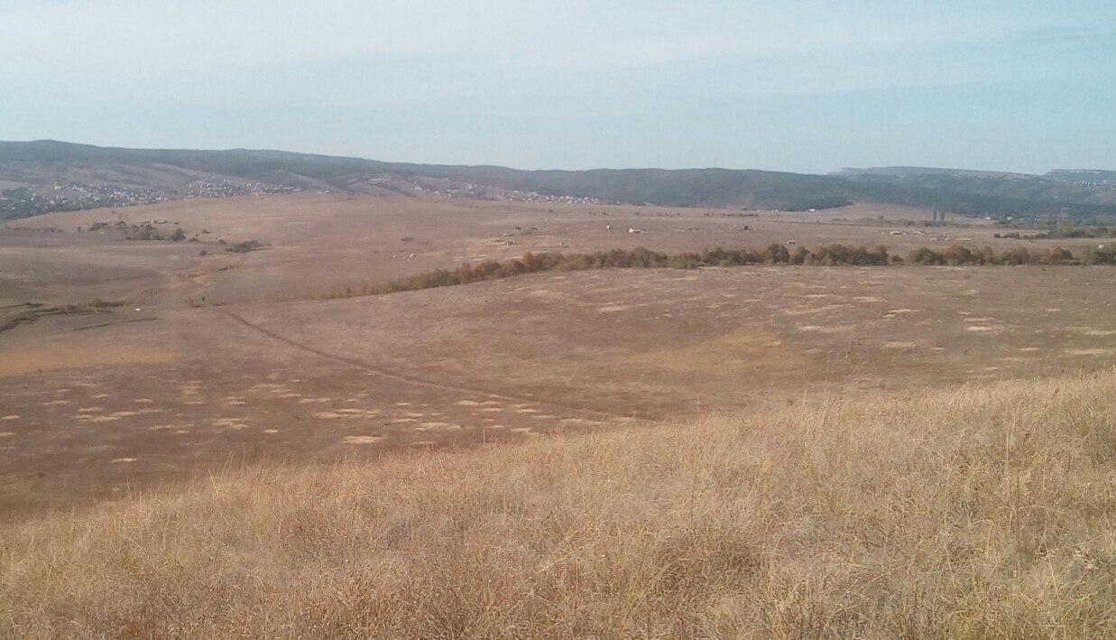 Вид с кургана Турлу-оба на водоразделе долин Большого и Малого Салгира к югу от Симферополя