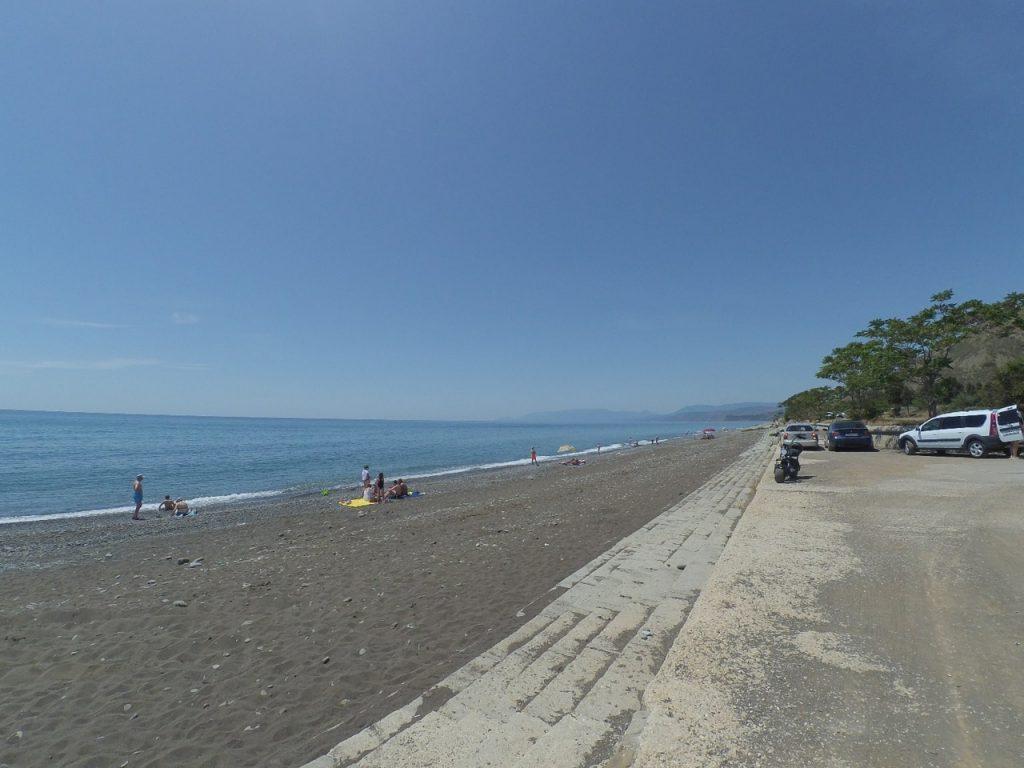 Пляж на курорте Морское, начало июня 2020