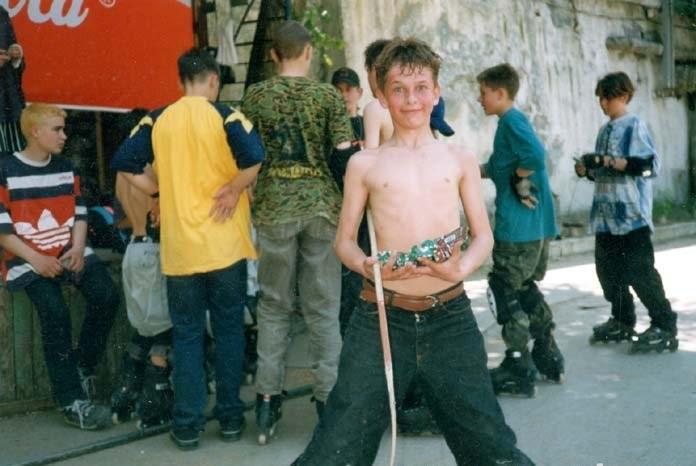 Раздача призов за победу в хоккее на роликовых коньках. День Победы в Севастополе. Спонсоры Марс и Сникерс, студия звукозаписи Вест.