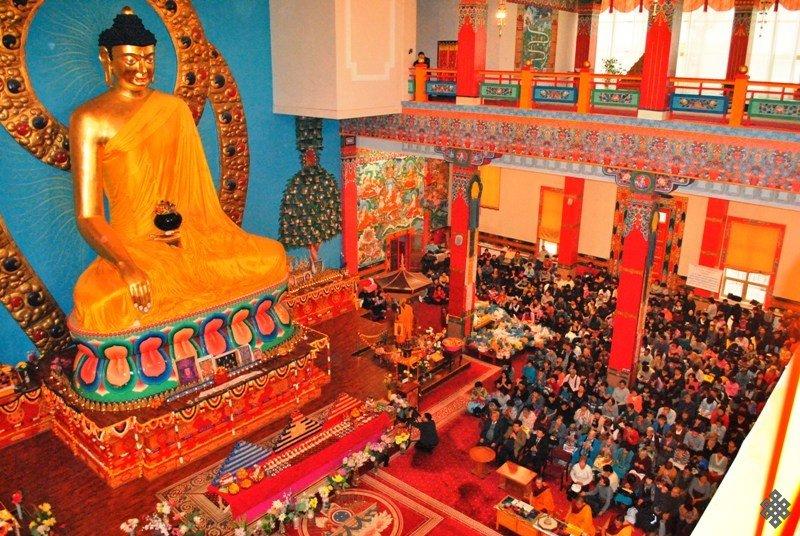 Большинство калмыков буддисты тибетского направления. Есть также крещеные в православие и посвященные в ислам